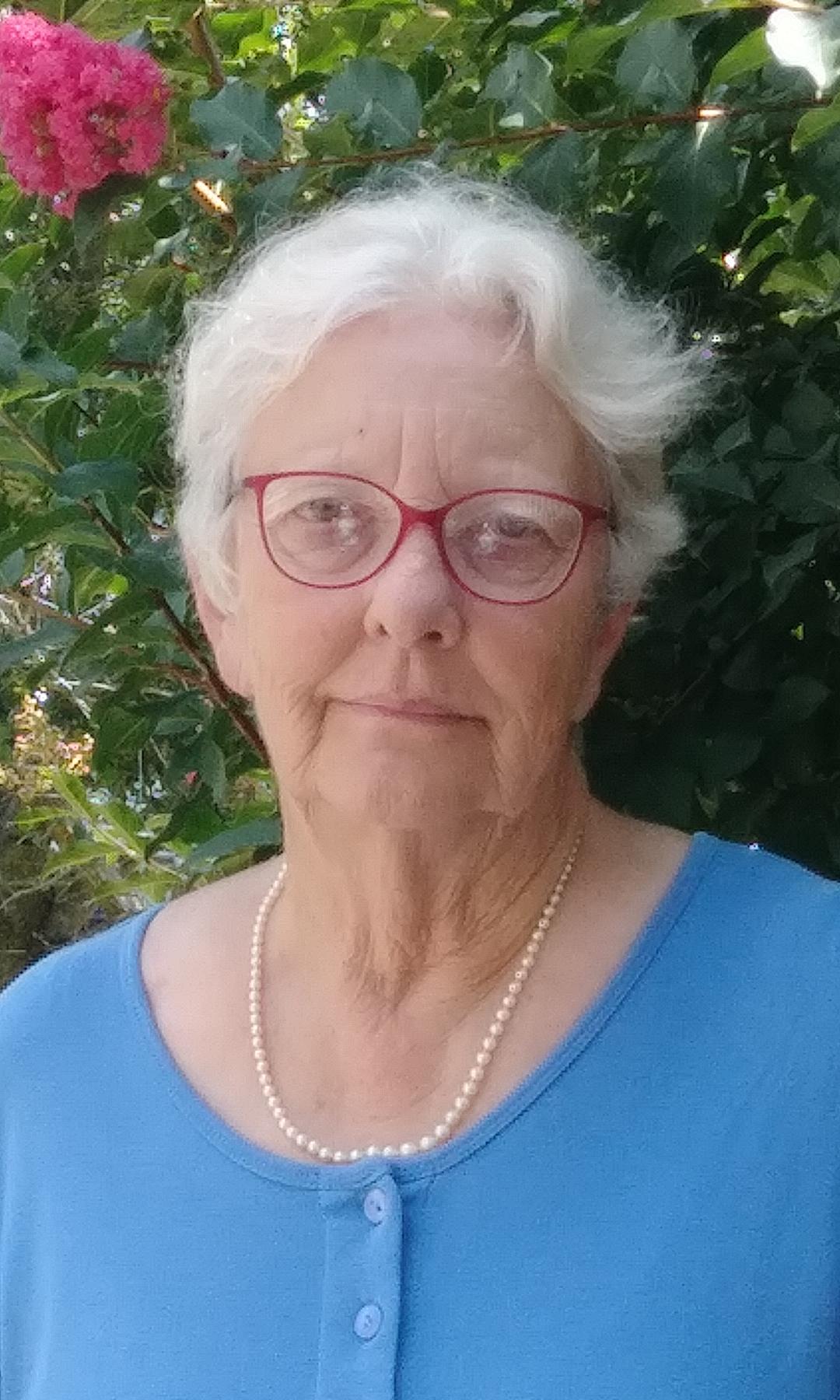 Mary Helen Goodloe-Murphy : Staff Writer